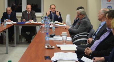 Przewodniczący zarządu Emilian Stańczyszyn wyjaśnia szczegóły założeń tegorocznego budżetu Związku.