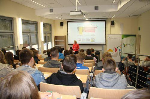 Uczniowie dwóch polkowickich gimnazjów popisali się wiedzą z zakresu segregacji odpadów.