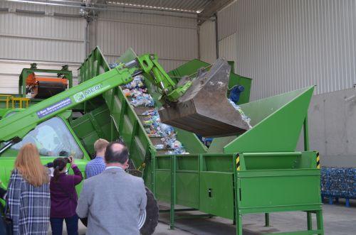 Goście uroczystości mieli okazję zobaczyć, jak w nowoczesny sposób zagospodarowuje się odpady zmieszane.
