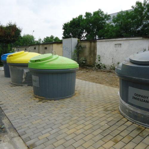 Kontenery ze śmieciami