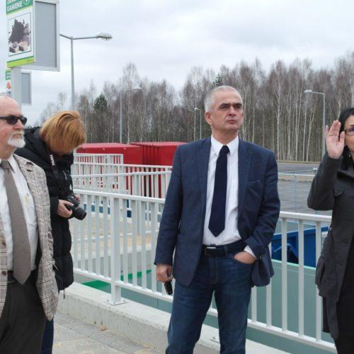 Dyrektor działu GO Dagmara Dobroć-Śnioszek wyjaśniała naszym Gościom zasady organizacji systemu śmieciowego na terenie Związku Gmin Zagłębia Miedziowego.