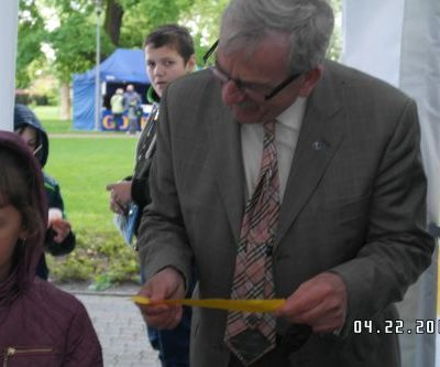 W loterii udział wziął również starosta Marek Tramś. Swoją nagrodę szef powiatu przekazał młodszej uczestniczce konkursu.