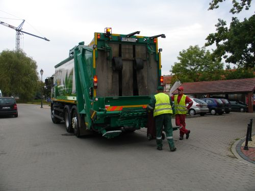 Wywóz odpadów przez śmieciarkę